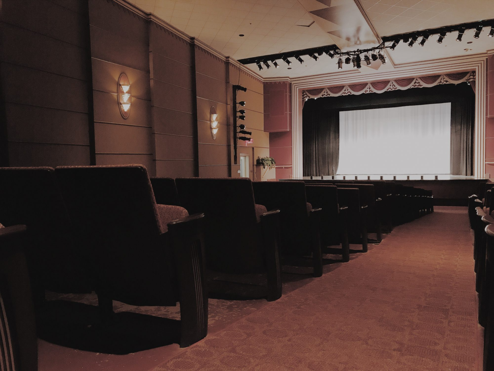 The Dallas Theater Is A Beautiful, Fully Restored, Art Deco Styled Theater  Dating From The 1940u0027s That Comfortably Seats Just Over 500 Guests.